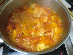トマトで煮込む